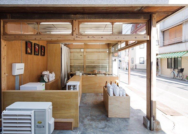 IMG 0766 ปรับปรุงร้านชำเก่าให้ดูดีได้ง่ายๆด้วยกล่องและชั้นไม้อัด
