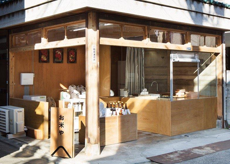 IMG 0771 ปรับปรุงร้านชำเก่าให้ดูดีได้ง่ายๆด้วยกล่องและชั้นไม้อัด