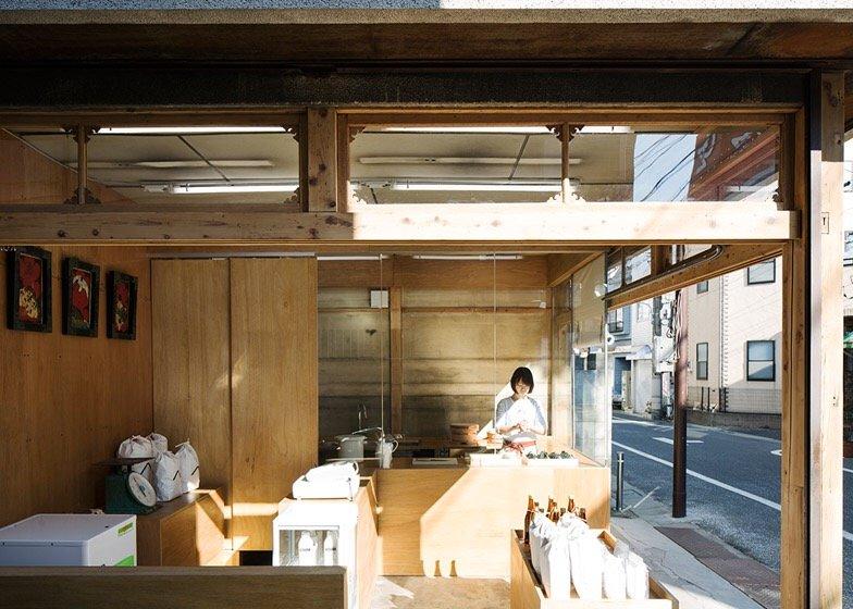 IMG 0772 ปรับปรุงร้านชำเก่าให้ดูดีได้ง่ายๆด้วยกล่องและชั้นไม้อัด