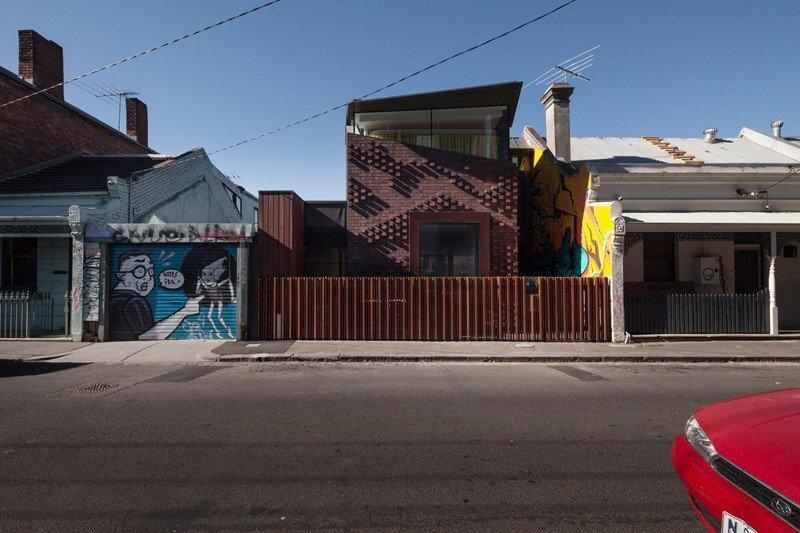 IMG 1202 บ้านในเมือง ที่นำเอา งานGraffiti มาเป็นองค์ประกอบของบ้าน
