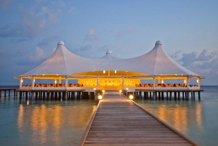 Restaurant1 0336 750x502 10 มัลดีฟส์ รีสอร์ท ราคาคนไทยแบบ All Inclusive ห้ามพลาดถ้าคิดจะไปเที่ยว Maldives