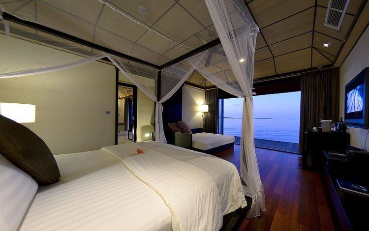 dwv DeluxeWVBedroom04 750x470 10 มัลดีฟส์ รีสอร์ท ราคาคนไทยแบบ All Inclusive ห้ามพลาดถ้าคิดจะไปเที่ยว Maldives