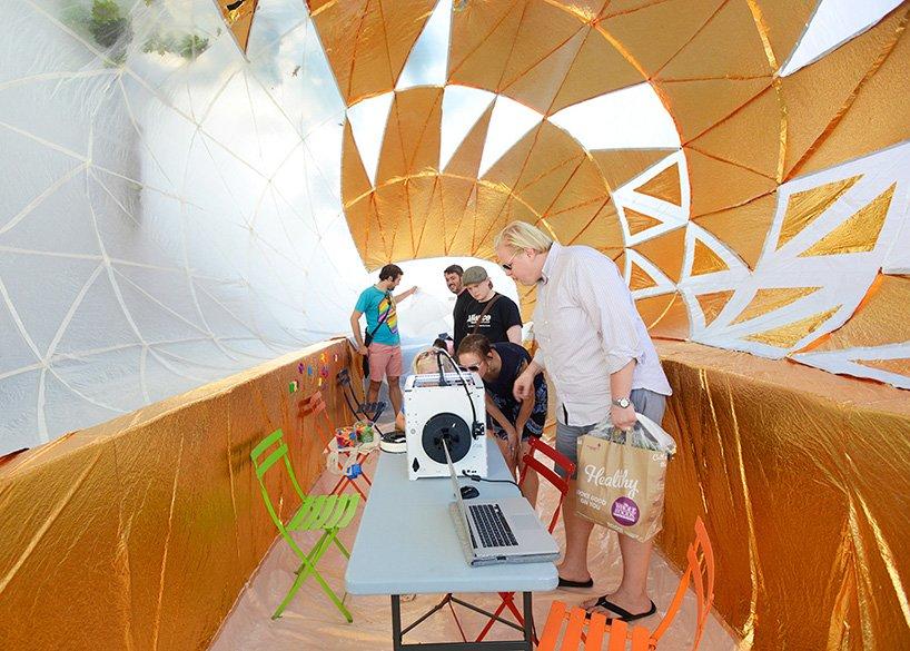 inflatable-classroom-NYC-dumpster-designboom-10