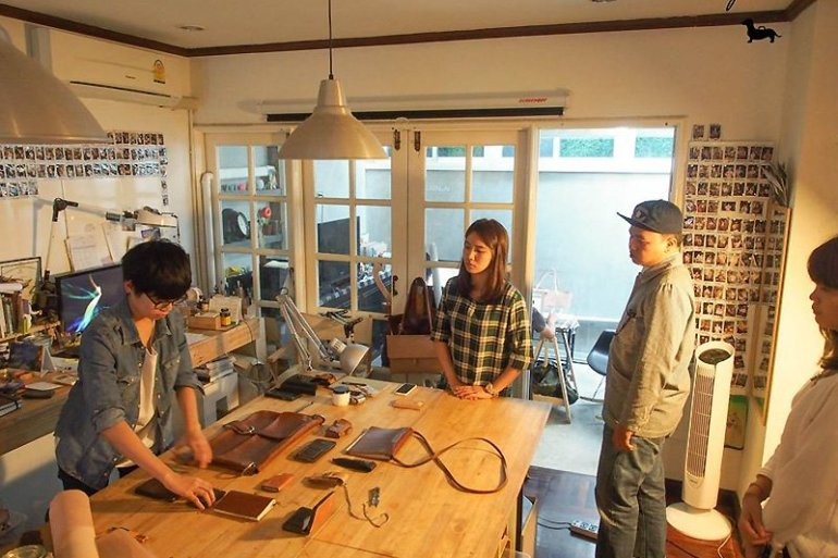 Craftsmangus Art School โรงเรียนสอนสร้างสรรค์งานเครื่องหนัง 14 - Workshop
