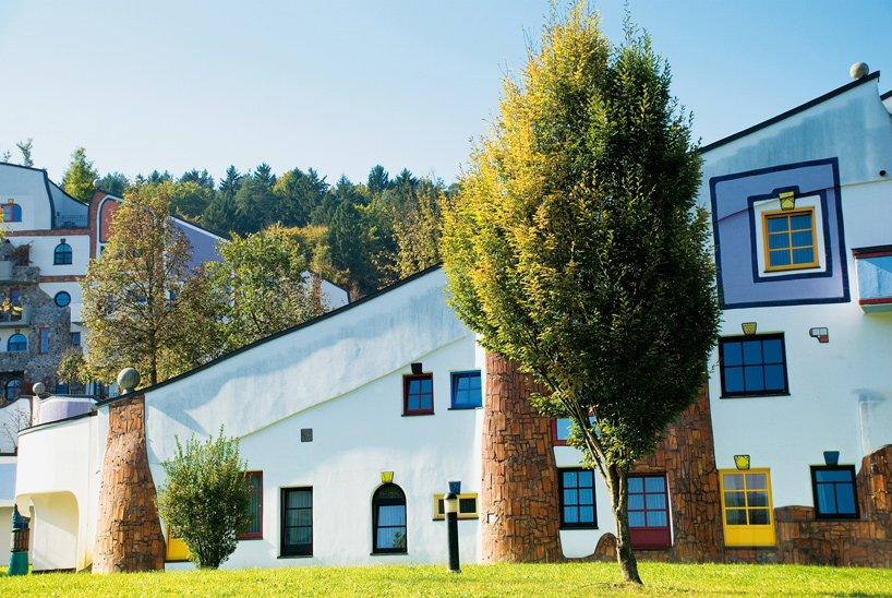 rogner-bad-blumau-spa-hotel-friedensreich-hundertwasser-austria-designboom-03