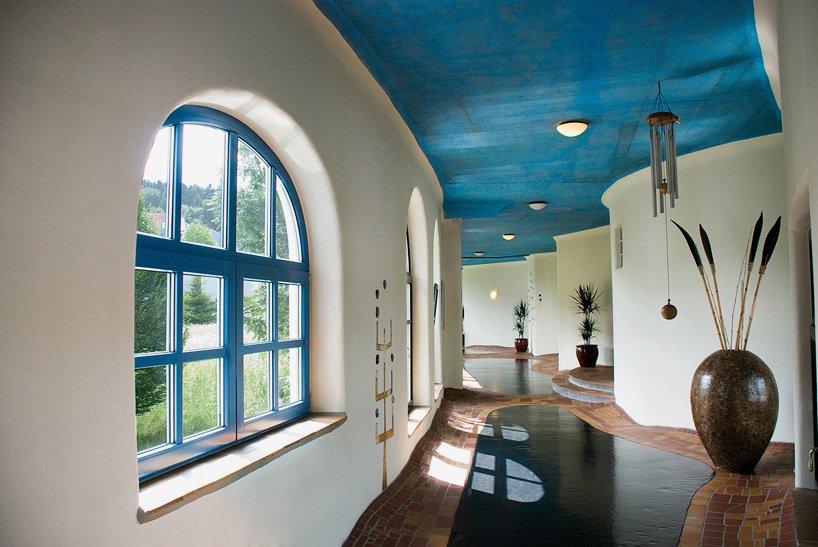 rogner-bad-blumau-spa-hotel-friedensreich-hundertwasser-austria-designboom-06