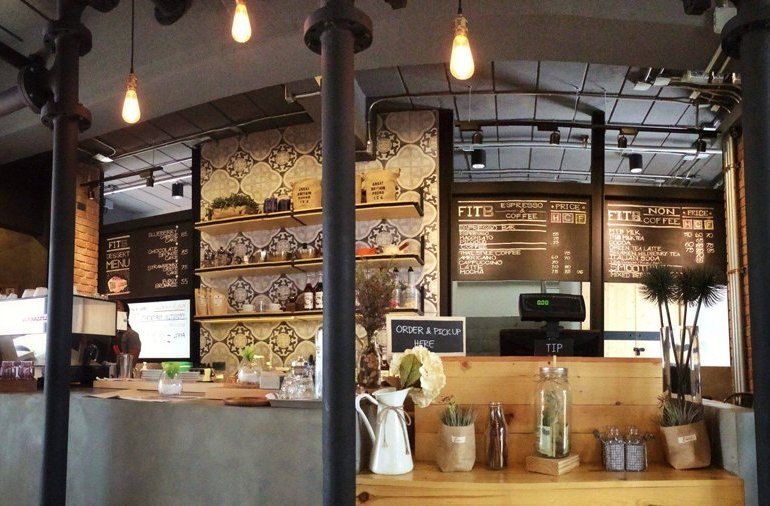 Fuel in the Blank Coffee shop คาเฟ่บรรยากาศซิลล์ๆย่านงามวงศ์วาน 13 - Workspace
