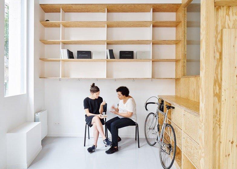 เก็บทุกอย่างไว้ที่ผนัง เพื่อให้มีความยืดหยุ่นในการใช้พื้นที่ได้ตามต้องการ 23 - Art & Design