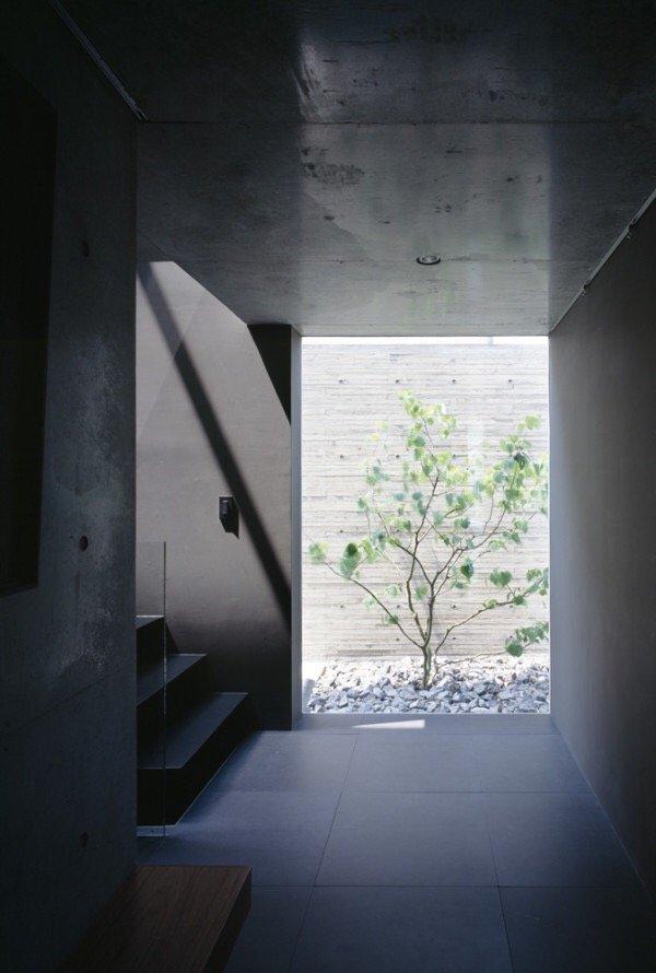 IMG 6544 บ้านคอนกรีต สีเทาเรียบง่าย ที่ทำให้งานศิลปะโดดเด่น งดงาม