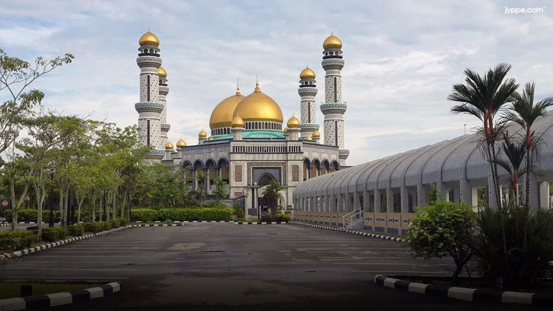 James Asr Hassanil Bolkiah Mosqueday view มัสยิดทองคำ เจมส์ อาร์ อัสซานัส โบลเกียห์ มัสยิดประจำสุลต่านองค์ปัจจุบันแห่งบรูไน