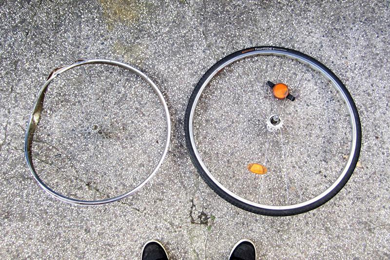 img 3 1431431603 8d58ecd14e129cdbac492407f9bcdcdf Berlin bike Lamp โคมไฟ D.I.Y จากขยะล้อจักรยาน