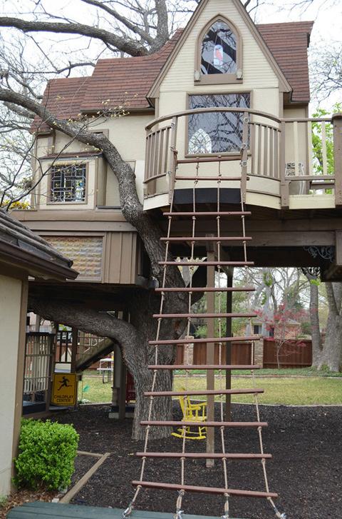Fabulous Tree House 5 บ้านต้นไม้ในฝันของเด็กๆ หลายคน ลุงป้าสร้างอย่างสุดพลังเพื่อหลาน อลังการอย่างกับสวนสนุก