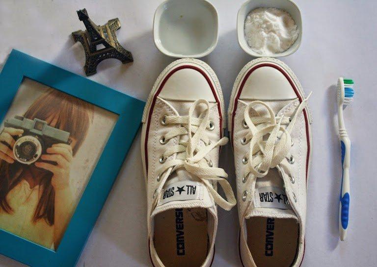 ทำความสะอาดรองเท้าผ้าใบให้ดูใหม่วิ้ง ด้วยของใช้ในบ้าน 13 - baking soda