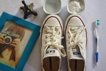 ทำความสะอาดรองเท้าผ้าใบให้ดูใหม่วิ้ง ด้วยของใช้ในบ้าน 28 - DIY