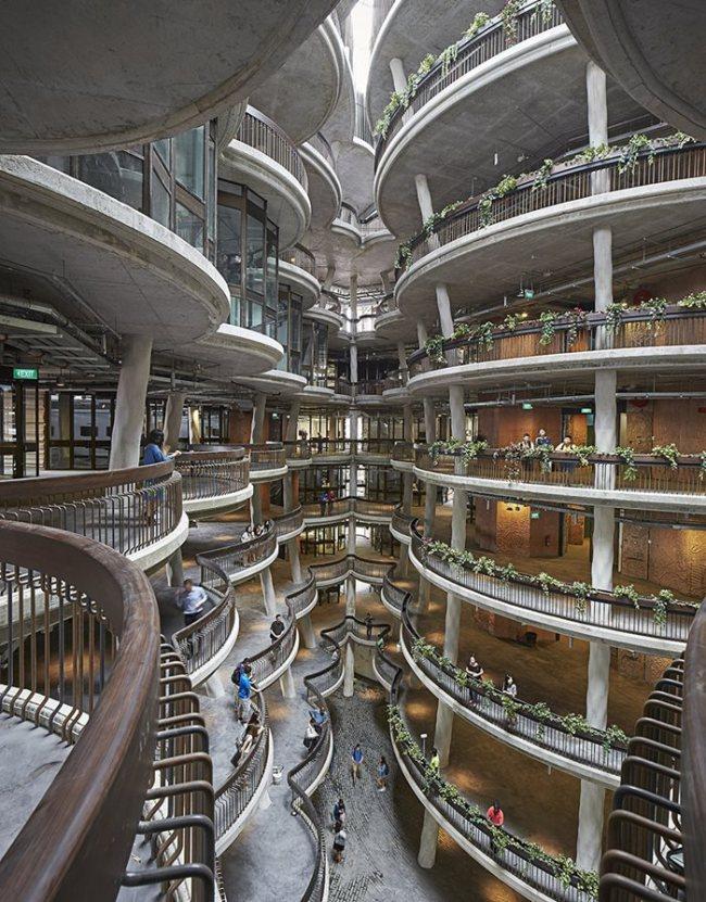 ภาพ: สเปซภายในคอร์ตที่สูงกว่า 8 ชั้น ขอบคุณภาพ: © Hufton and Crow (www.huftonandcrow.com)