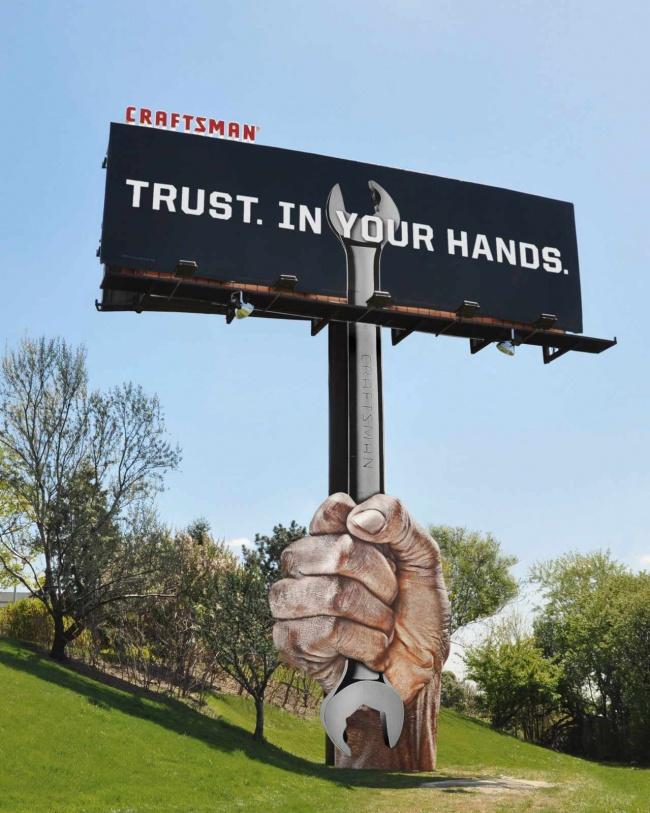 1046455 cman hand billboard final 1 650 e8fe9090a8 1482220397 650x813 19 ป้ายโฆษณา (Billboard) สุดครีเอทที่ออกแบบอย่างสร้างสรรค์จนต้องจำแบรนด์ได้