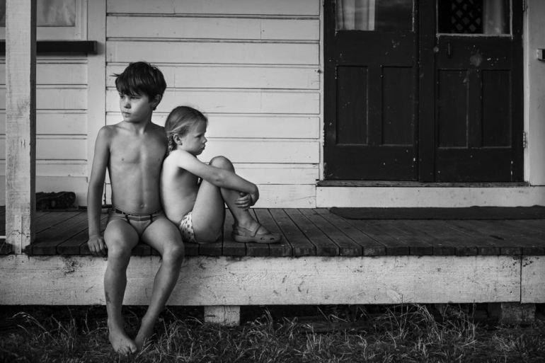 คุณแม่สายอาร์ตอดีตนักกายภาพบำบัด บันทึกชีวิตในชนบทของลูกๆ ทั้ง 4 ด้วยภาพถ่ายขาวดำสุดเลอค่า 24 - child