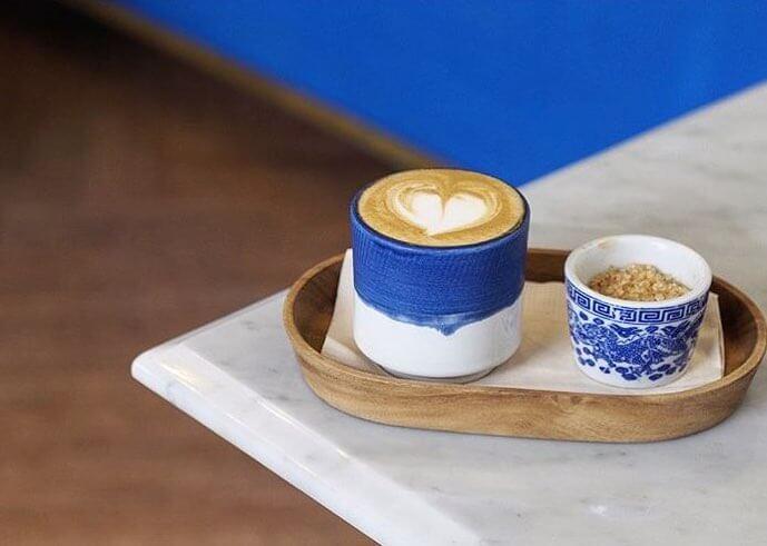 10 ร้านกาแฟ ทองหล่อ - เอกมัย เครื่องดื่มเด็ด บรรยากาศดี 68 - Ananda Development (อนันดา ดีเวลลอปเม้นท์)