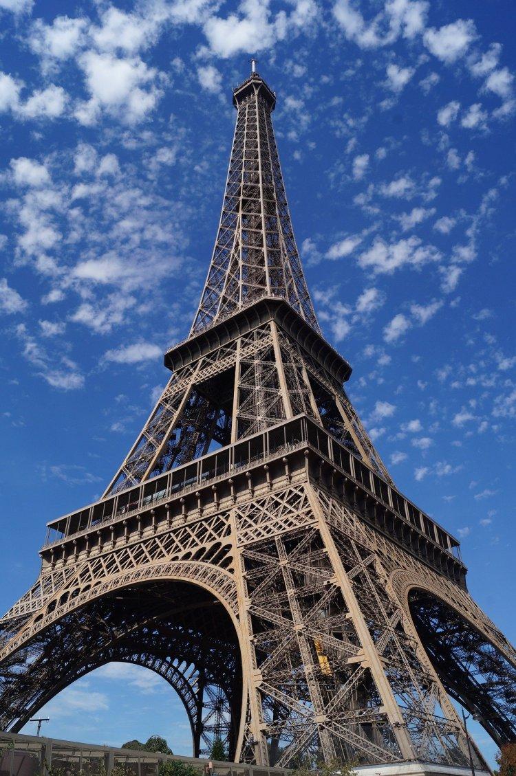 Eiffel4 750x1129 หอไอเฟล งานสถาปัตย์จากโครงเหล็ก กลางกรุงปารีส