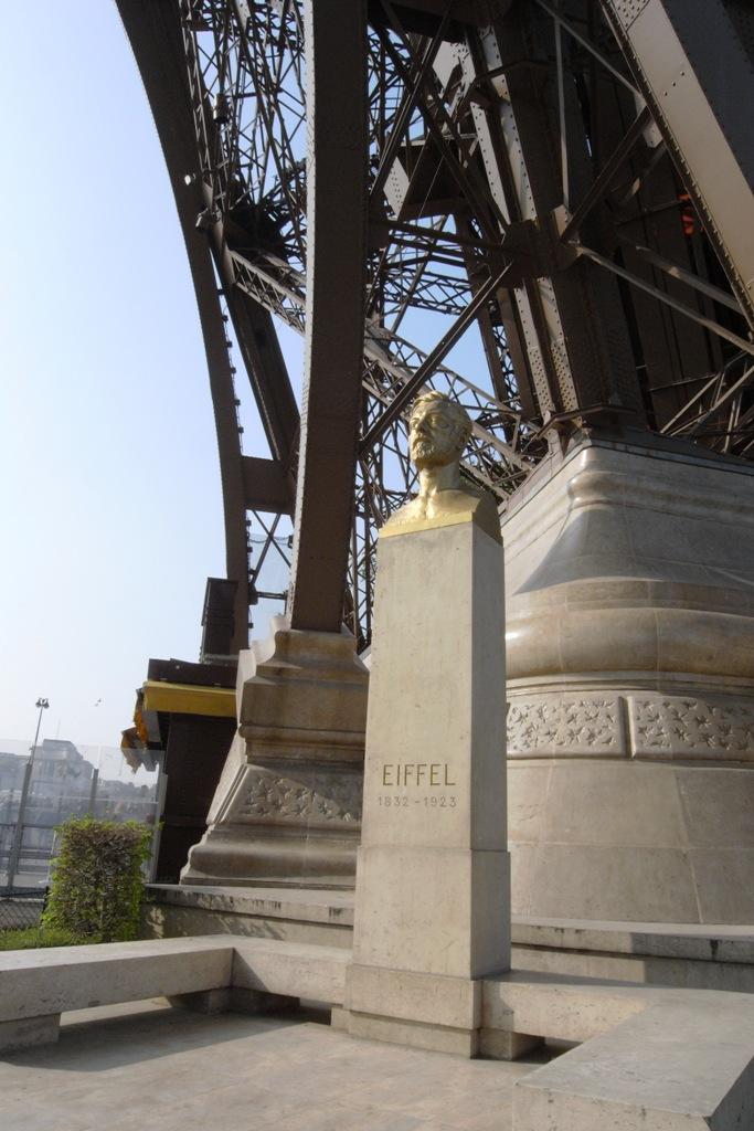 R0019508 หอไอเฟล งานสถาปัตย์จากโครงเหล็ก กลางกรุงปารีส