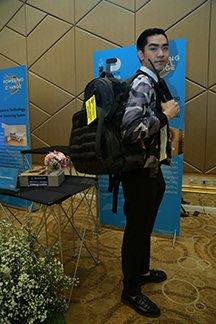 คณะเทคโนโลยี วิทยาลัยเทคโนโลยีสยาม (STC) สร้างต้นแบบกระเป๋าสะพายเก็บเกี่ยวพลังงาน 14 -