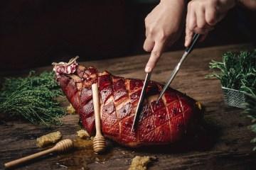 บุฟเฟต์เฉลิมฉลองเทศกาลแห่งความสุขกับค่ำคืนวันคริสมาสต์ ที่ห้องอาหารซีซั่นนอล เทสท์ส โรงแรม เดอะ เวสทิน แกรนด์ สุขุมวิท 10 -