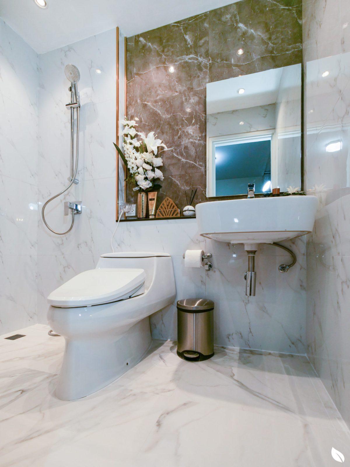 """4 ขั้นตอน """"รีโนเวทห้องน้ำขนาดเล็ก"""" ให้สวยใหม่ จบงานไวใน 2 วัน แบบปูกระเบื้องทับ ไม่ต้องรื้อ 59 - bathroom"""