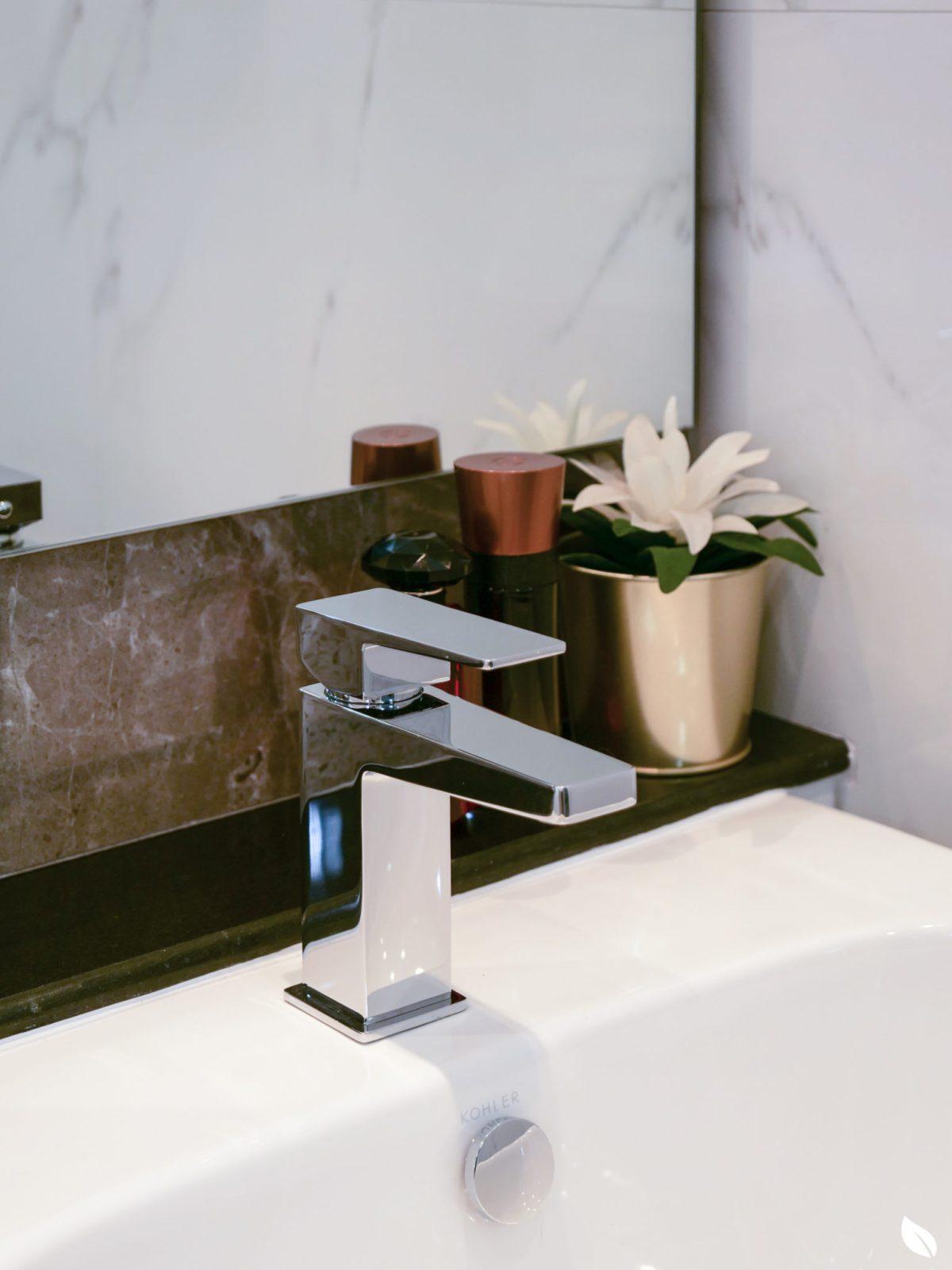 """4 ขั้นตอน """"รีโนเวทห้องน้ำขนาดเล็ก"""" ให้สวยใหม่ จบงานไวใน 2 วัน แบบปูกระเบื้องทับ ไม่ต้องรื้อ 71 - bathroom"""