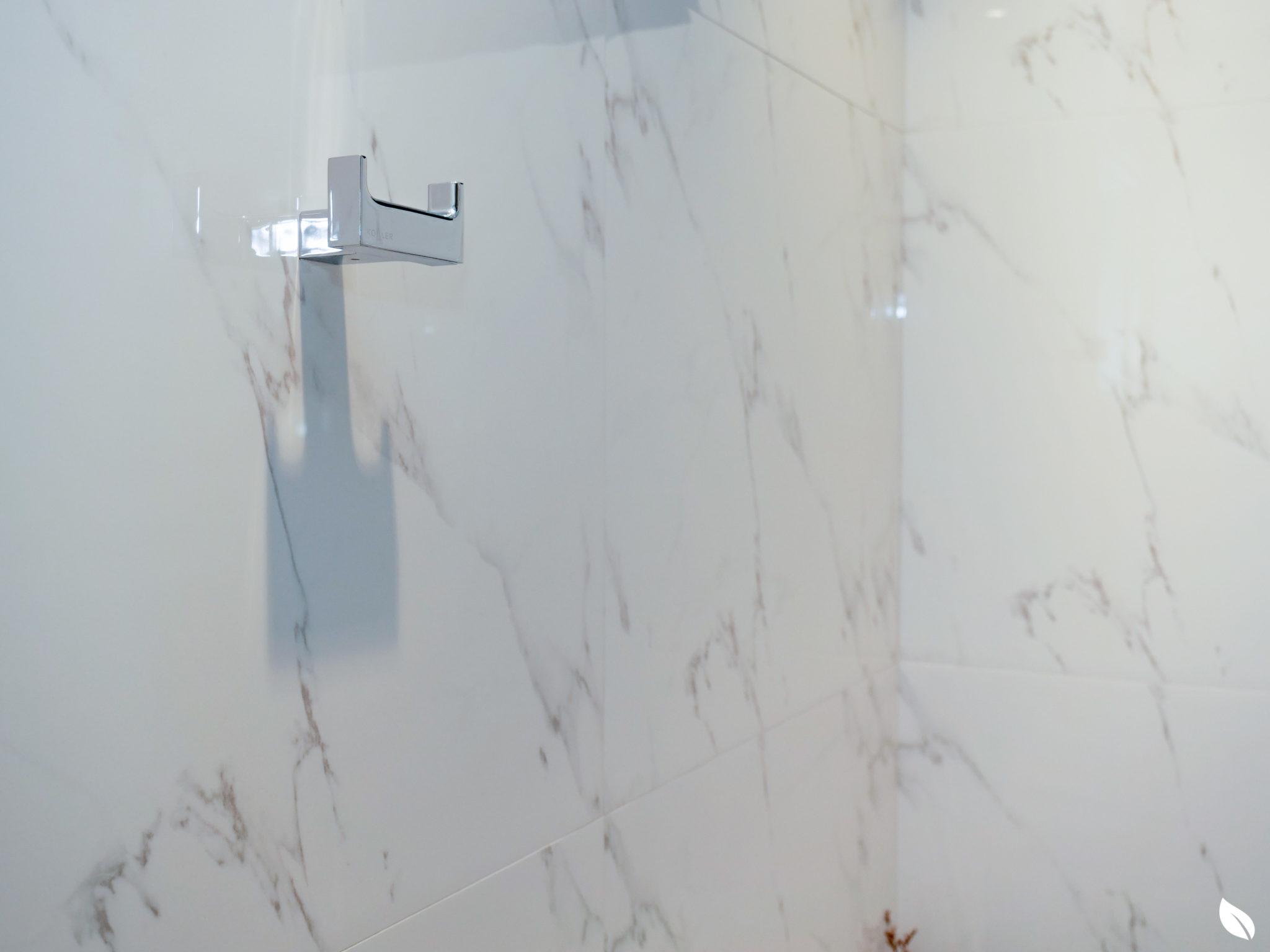 """4 ขั้นตอน """"รีโนเวทห้องน้ำขนาดเล็ก"""" ให้สวยใหม่ จบงานไวใน 2 วัน แบบปูกระเบื้องทับ ไม่ต้องรื้อ 66 - bathroom"""