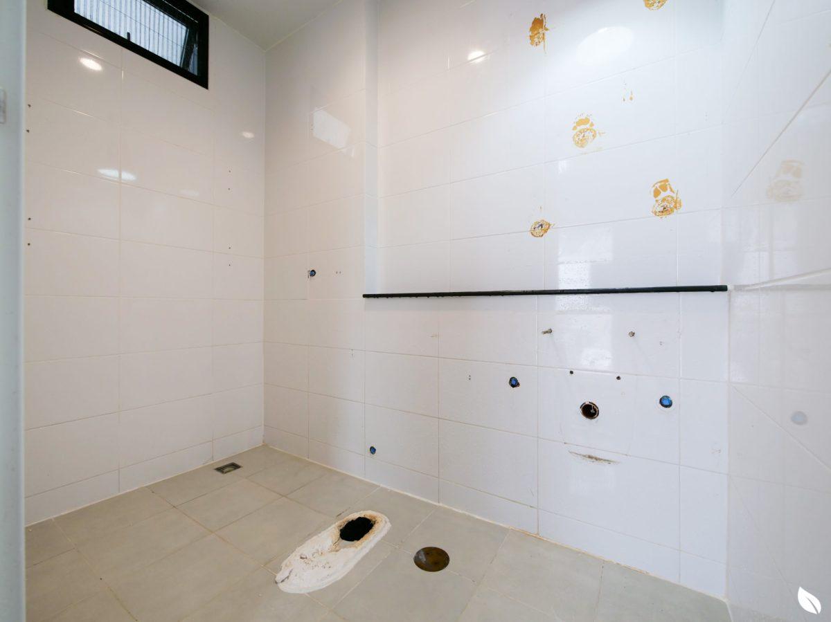 """4 ขั้นตอน """"รีโนเวทห้องน้ำขนาดเล็ก"""" ให้สวยใหม่ จบงานไวใน 2 วัน แบบปูกระเบื้องทับ ไม่ต้องรื้อ 27 - bathroom"""