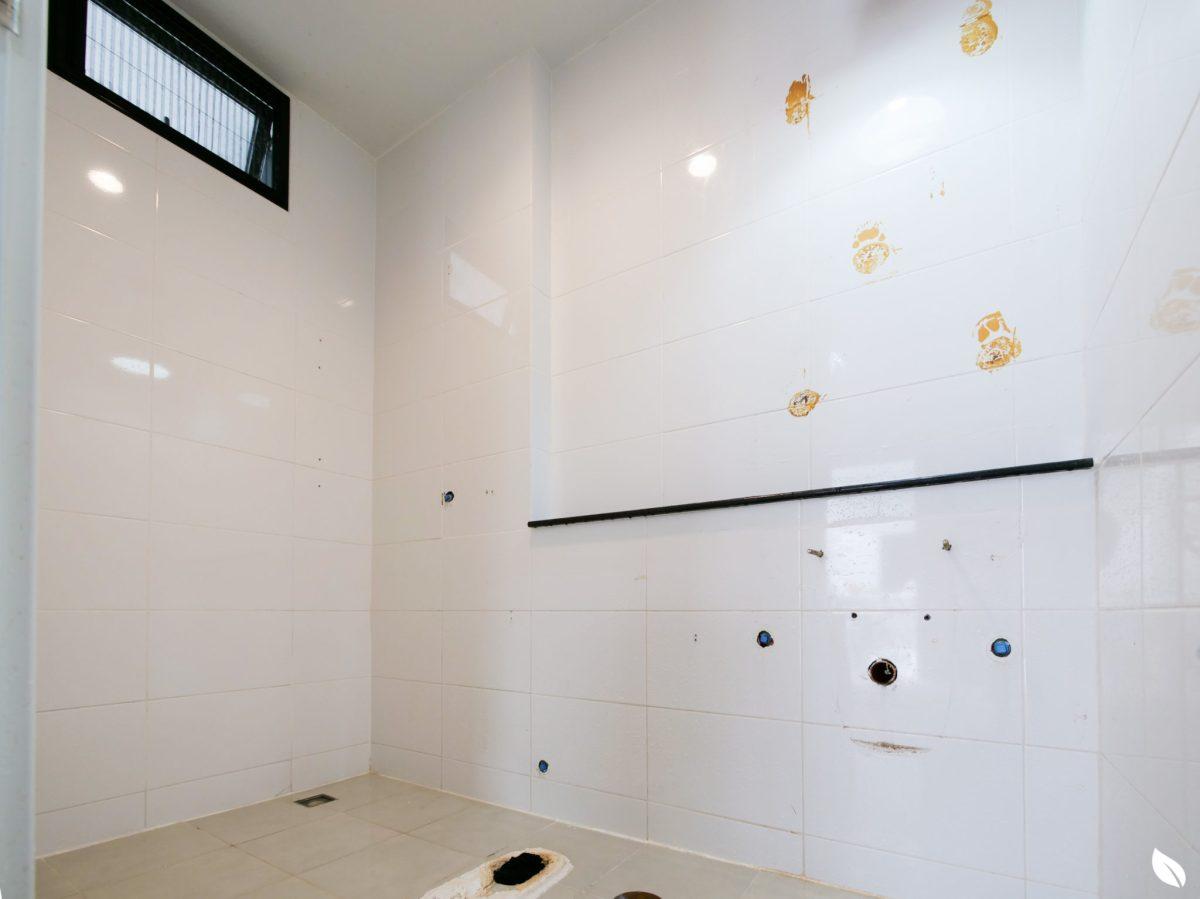 """4 ขั้นตอน """"รีโนเวทห้องน้ำขนาดเล็ก"""" ให้สวยใหม่ จบงานไวใน 2 วัน แบบปูกระเบื้องทับ ไม่ต้องรื้อ 29 - bathroom"""
