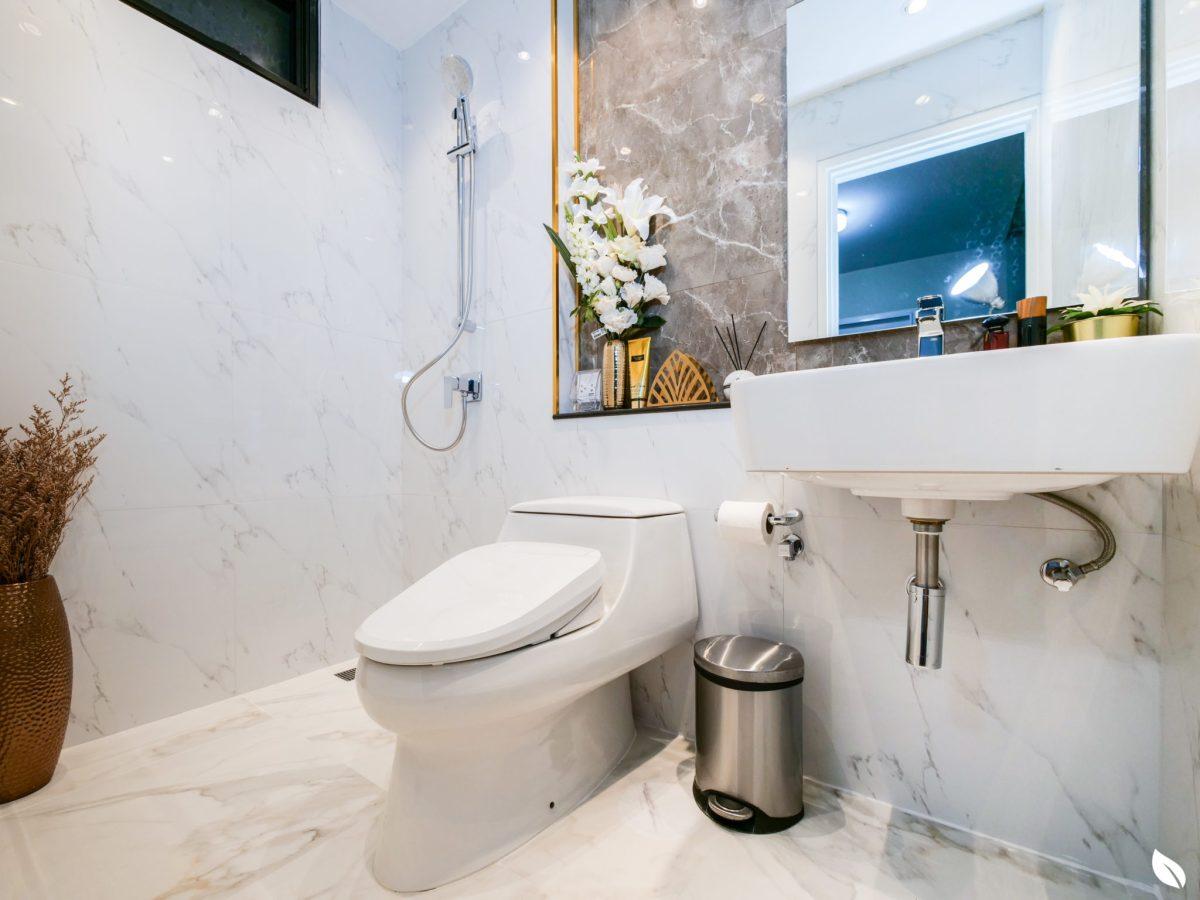 """4 ขั้นตอน """"รีโนเวทห้องน้ำขนาดเล็ก"""" ให้สวยใหม่ จบงานไวใน 2 วัน แบบปูกระเบื้องทับ ไม่ต้องรื้อ 58 - bathroom"""