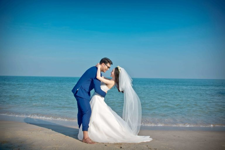 """พบกับงานเวดดิ้งโชว์เคส ในบรรยากาศริมชายทะเลสุดโรแมนติก WEDDING SHOWCASE """"SAY I DO ON THE BEACH"""" ระหว่างวันที่ 7 – 10 กุมภาพันธ์ พ.ศ. 2563 ที่ โรงแรมโซ โซฟิเทล หัวหิน 13 -"""