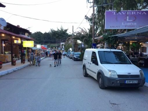People walking on a street in Metamorfosis