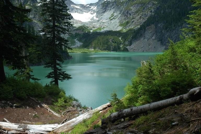Lake at Cascade-Range