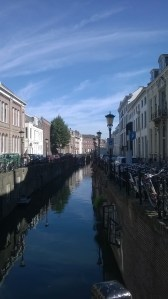 canali di utrecht in una giornata di sole