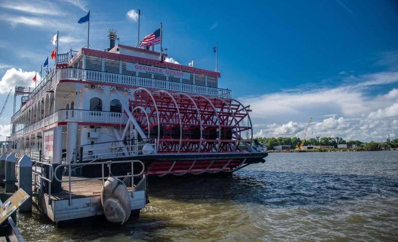 il battello a ruota solca il fiume Savannah