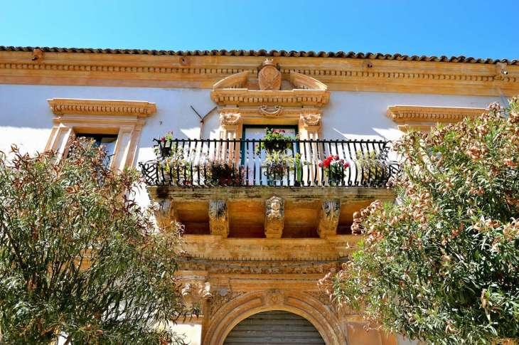 i balconi a petto d'oca di Scicli