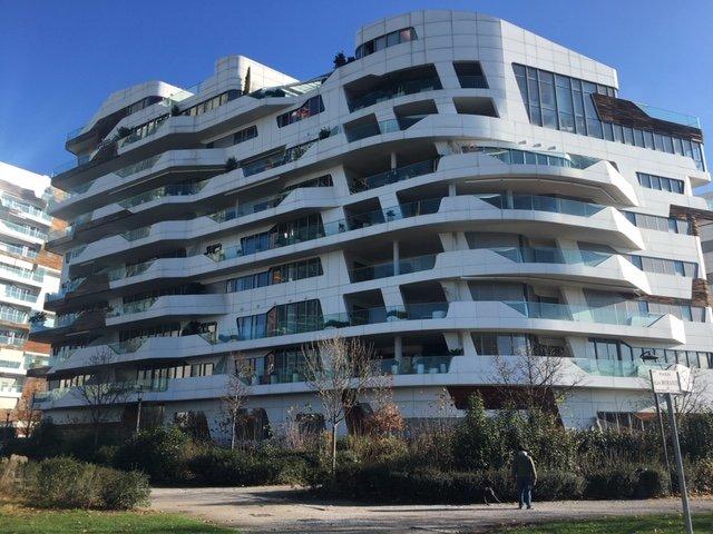 Le residenze Hadid nella zona della ex fiera di Milano, sembrano delle grandi navi bianche