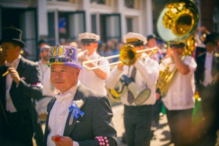 marching band per le strade di New Orleans
