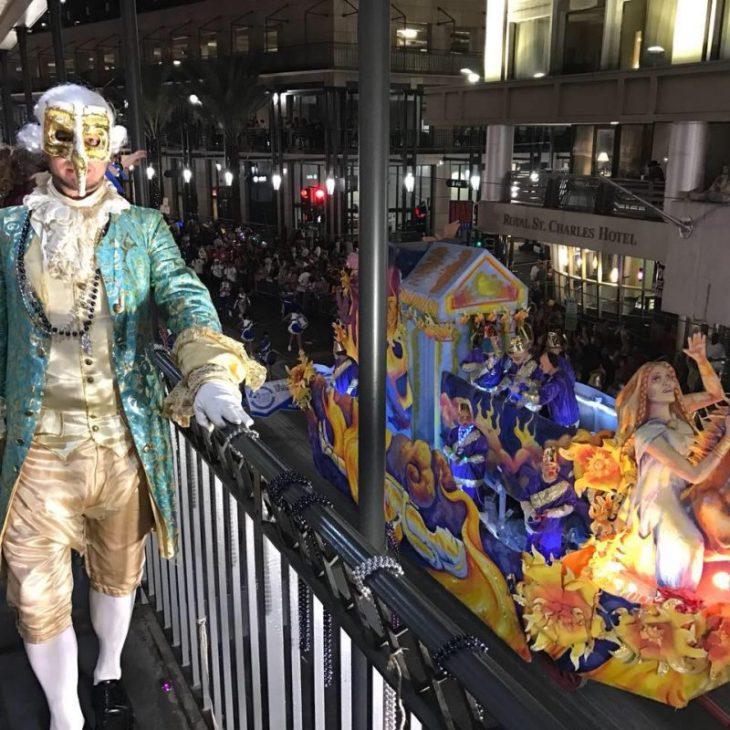 una maschera per il Gran Ballo di Carnevale di New Orleans