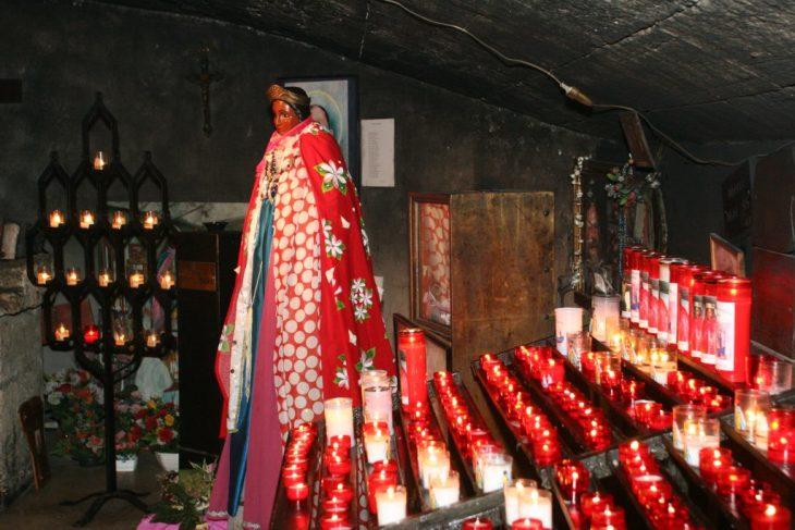Saintes Maries de la Mer il pellegrinaggio gitano in onore di Sara la nera