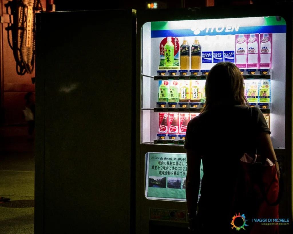 Acquistare al distributore automatico in Giappone
