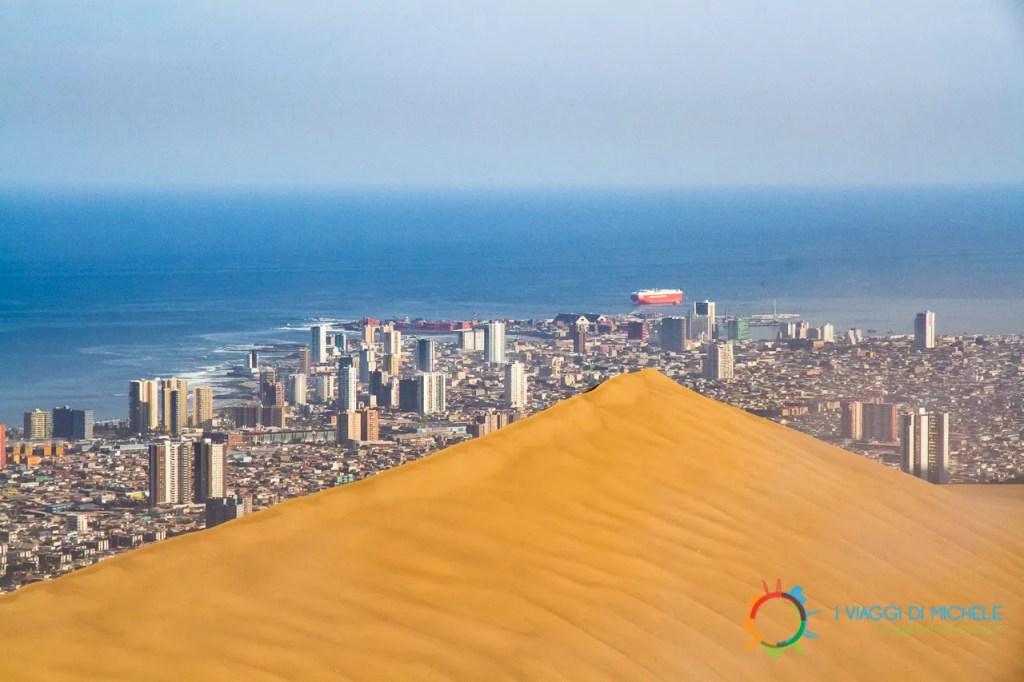 La duna di sabbia alle spalle di Iquique