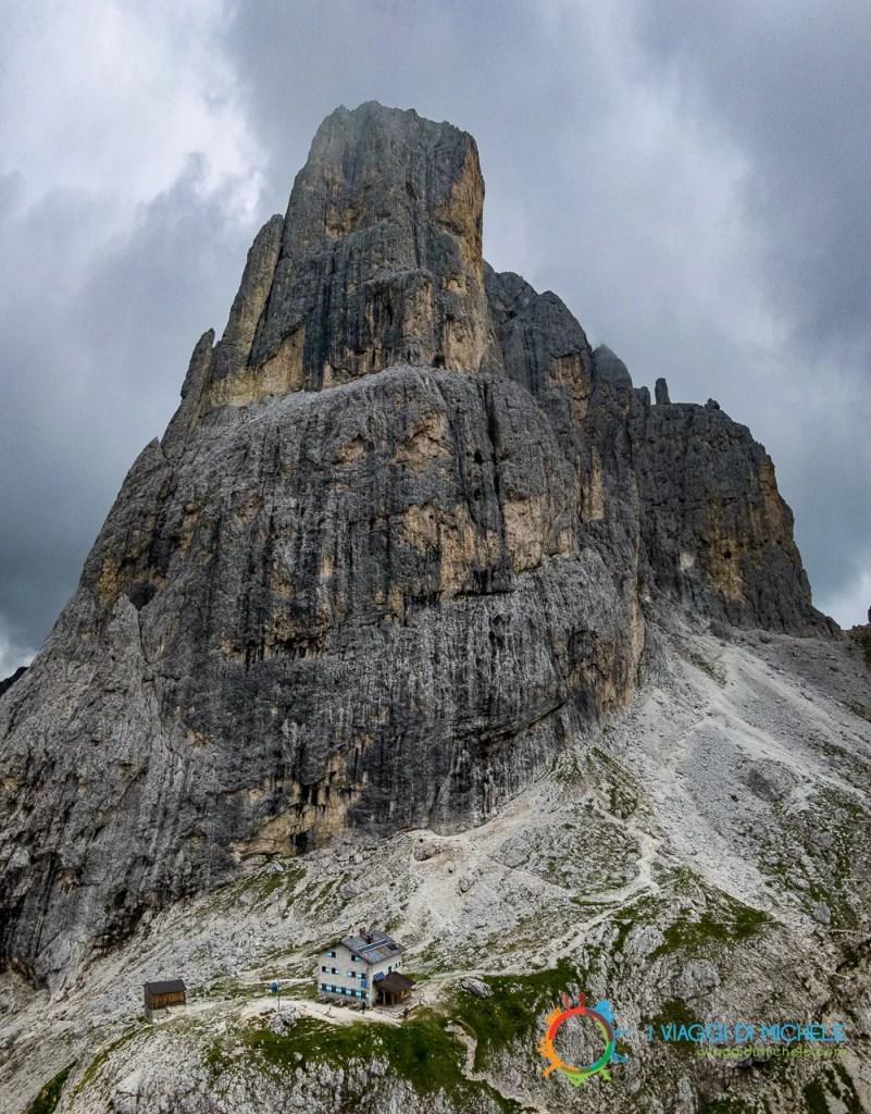 Cima Velo della Madonna e il Rifugio ai suoi piedi
