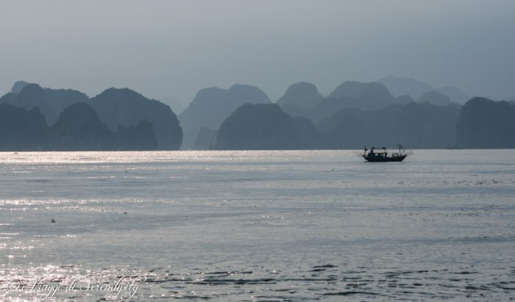 Ha Long bay tramonto