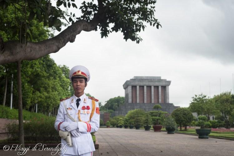 guardia mausoleo Ho Chi Minh