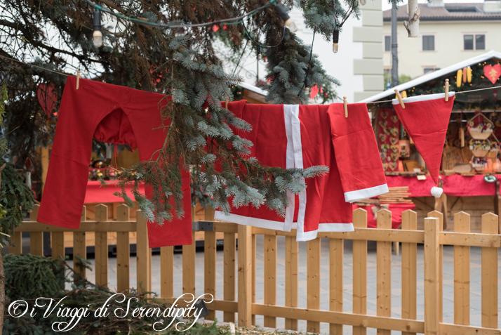 Mercatino di Natale di Pergine Babbo Natale - bucato