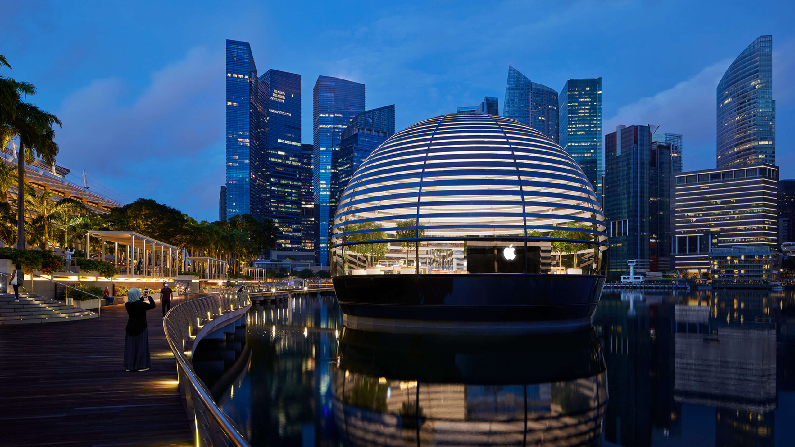 First Apple Store to Sit Directly on the Waters of Marina Bay, Singapore