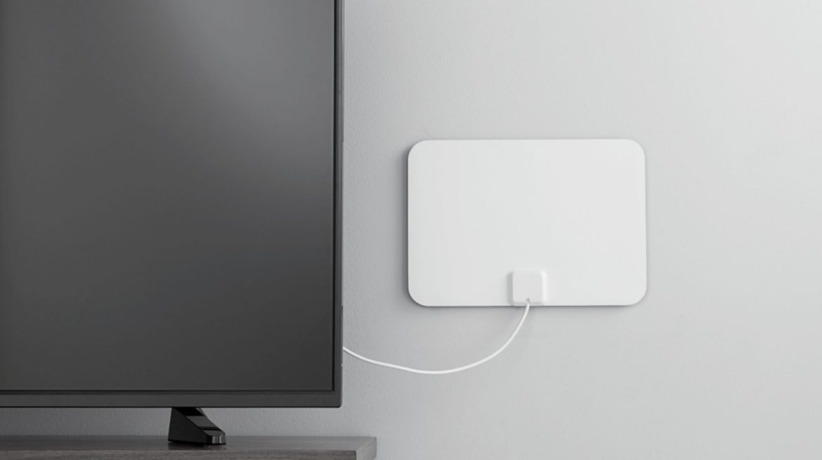 Access free over-the-air content with this Insignia ultra-thin HDTV antenna